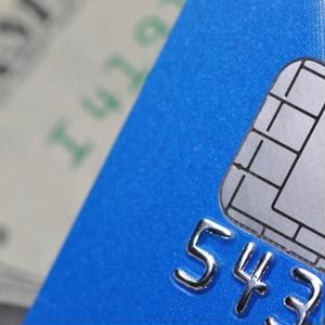 If a customer's chip is faulty, do you know the best way to process the transaction?