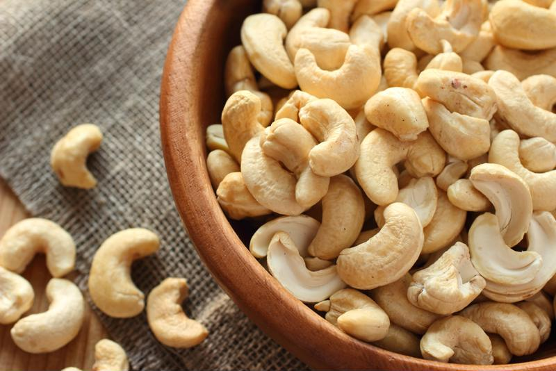 Soak raw cashews for 30 minutes.