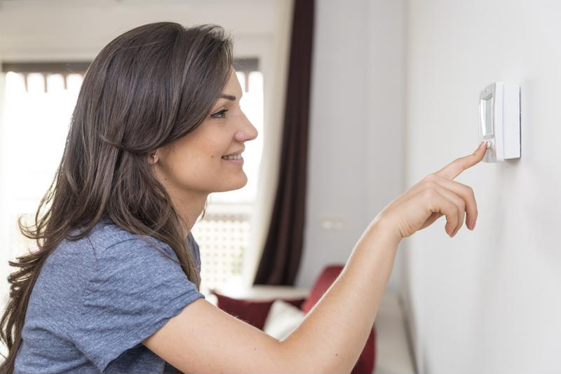 Programmable thermostats improve home energy efficiency.