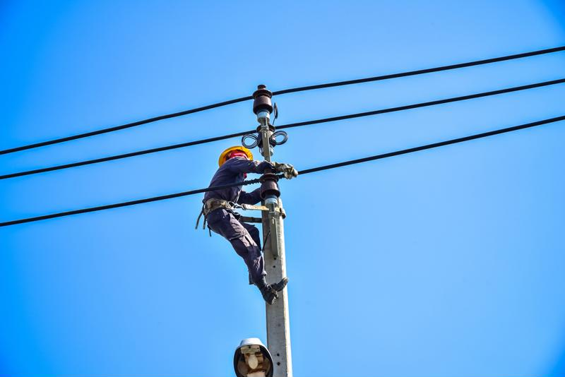 Mobile applications can help linemen but utilities must incentivize usage.